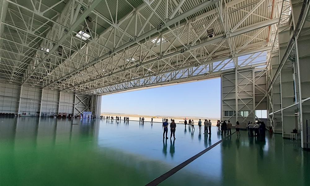 hangar_Aerostar