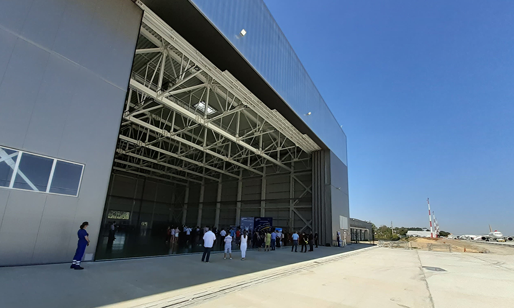 hangar_Aerostar1