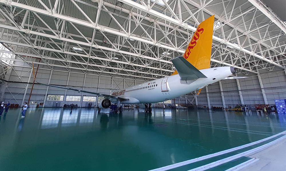 hangar_Aerostar3